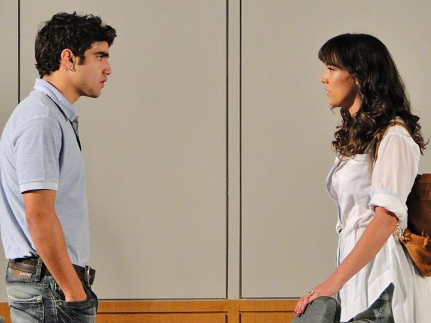 A estudante diz que mentiu quando disse na festa que ainda o amava (Foto: Fina Estampa/TV Globo)