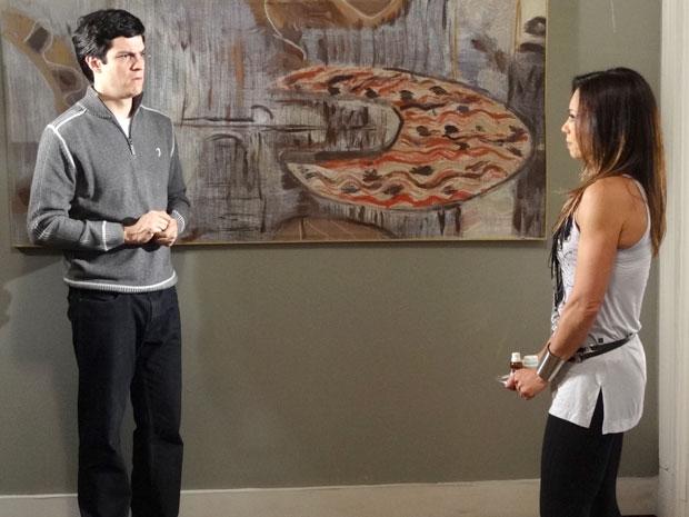 Amanda convence Ícaro a optar pela internação de Naomi (Foto: Morde & Assopra/TV Globo)