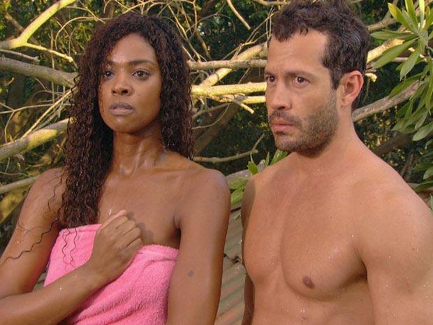 Quinzé e Dagmar são pegos no flagra por Leandro  (Foto: Fina Estampa/ TV Globo)