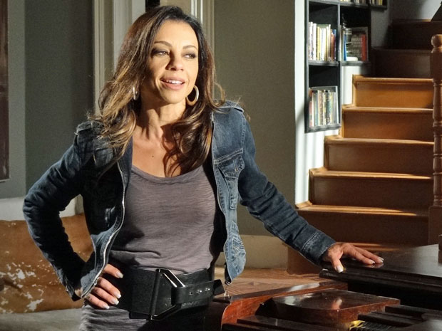 Amanda está decidida a colocar um ponto final na vida de Ícaro (Foto: Morde & Assopra/TV Globo)
