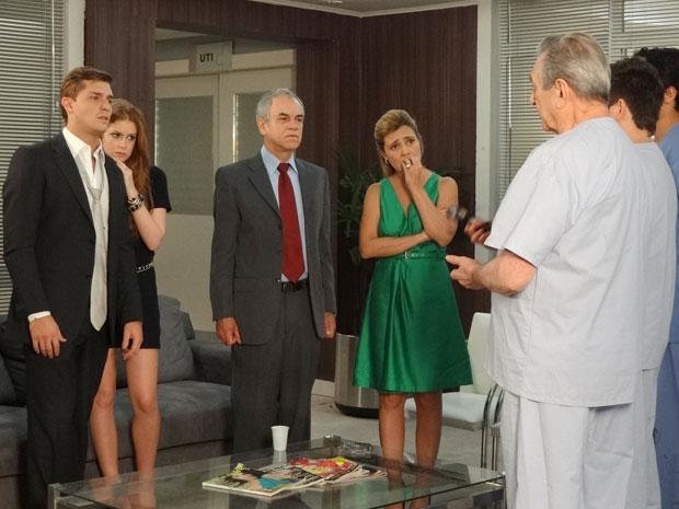 Guilherme fica consternado com a notícia sobre Dulce (Foto: Morde & Assopra/TV Globo)