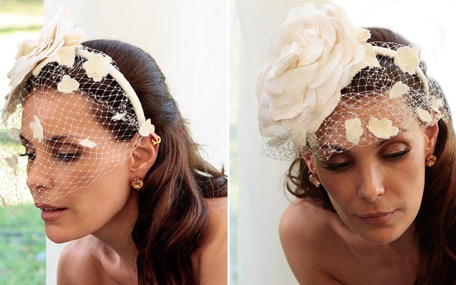 A tiara com flor e tule brancos marcam a personalidade da personagem
