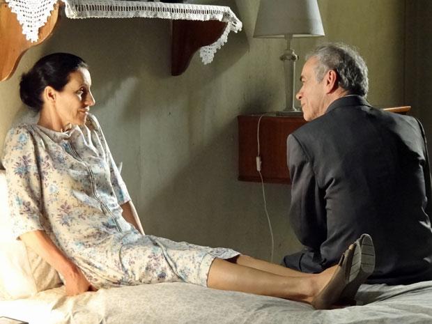 Dulce e Diogo ficam a sós após se casarem (Foto: Morde & Assopra/TV Globo)