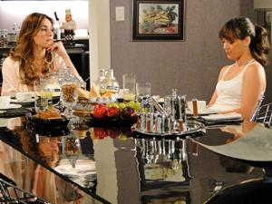 Tereza Cristina avisa a filha para não se iludir com Antenor (Foto: Fina Estampa/ TV Globo)