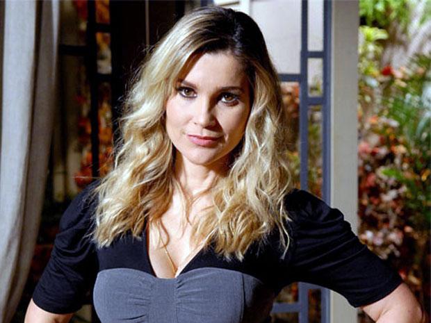 Flávia Alessandra está feliz com a boa repercussão do trabalho (Foto: Morde & Assopra / TV Globo)