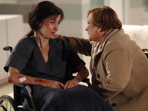 Manu diz para Iná que se sente culpada pela invalidez de Ana (Foto: A Vida da Gente - Tv Globo)