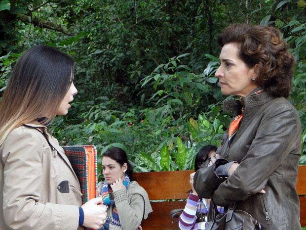 Vitória faz mais uma grosseria com Alice, ao achar que ela se aproximou de Marcos (Foto: A Vida da Gente - Tv Globo)