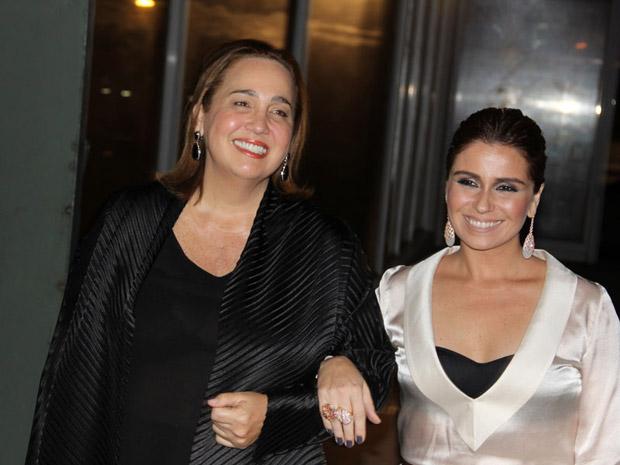 Claudia Jimenez e Giovanna Antonelli falam sobre acasos e beijos na festa (Foto: Divulgação/TV Globo)
