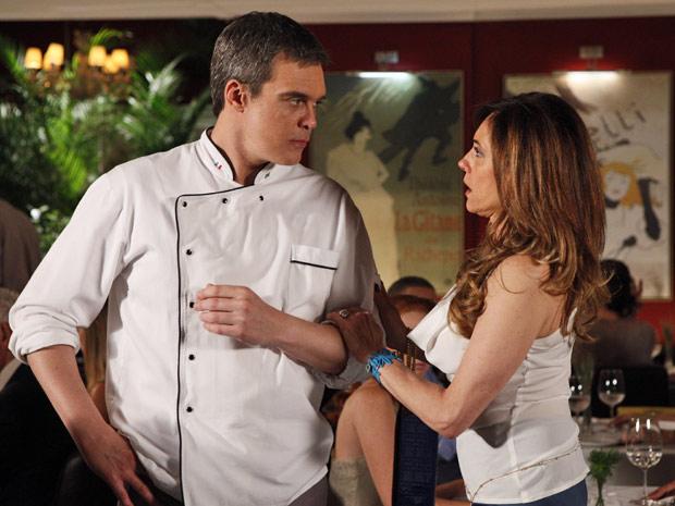 René fica indignado com o comportamento de Tereza Cristina (Foto: Fina Estampa/TV Globo)