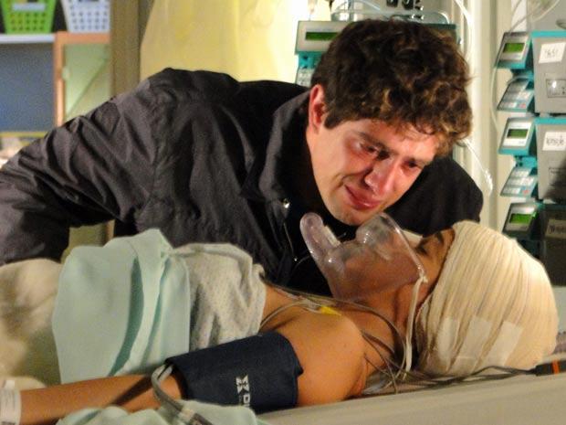 Rodrigo tem medo de fracassar sem Ana (Foto: A Vida da Gente / TV Globo)