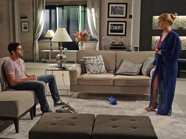 Teodora revela a Wallace seu plano para ficar rica às custas de Griselda (Foto: Fina Estampa/TV Globo)