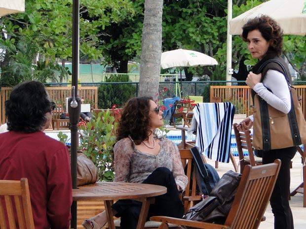 Vitória faz grosseria com Dora e deixa Marcos constrangido (Foto: A Vida da Gente - Tv Globo)