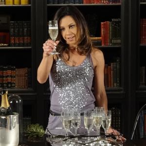 Amanda envenena champanhe de Ícaro (Morde & Assopra/TV Globo)