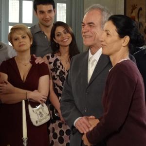 Dulce e Diogo se casam cercados de amigos (Morde & Assopra/TV Globo)