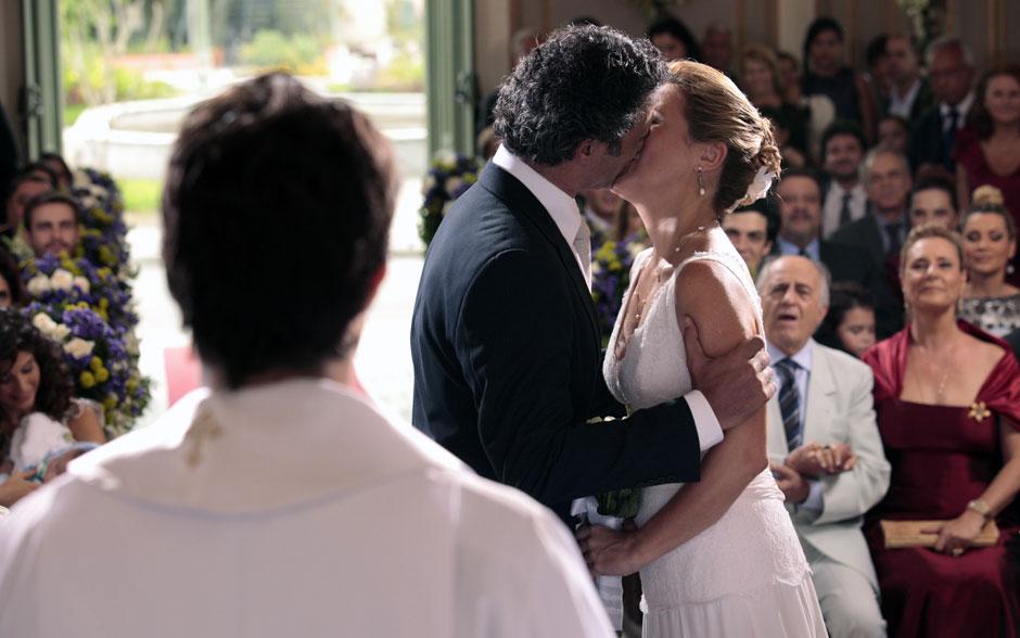 Um beijo para selar a união do casal