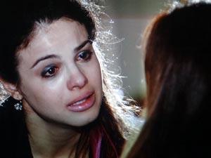 Alice se desculpa com Suzana (Foto: A Vida da Gente - Tv Globo)