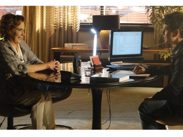 Eva se reúne com patrocinador de Ana e pede manutenção do contrato (Foto: A Vida da Gente - Tv Globo)