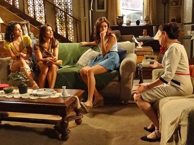 Celeste, Amália e Solange ficam surpresas com afirmação de Griselda (Foto: Fina Estampa/TV Globo)