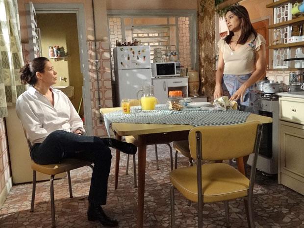 Celeste aconselha Griselda a dar chance a Teodora (Foto: Fina Estampa/TV Globo)