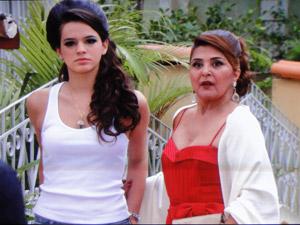 Íntima e Belezinha conversam com Agenor (Foto: Aquele Beijo/TV Globo)