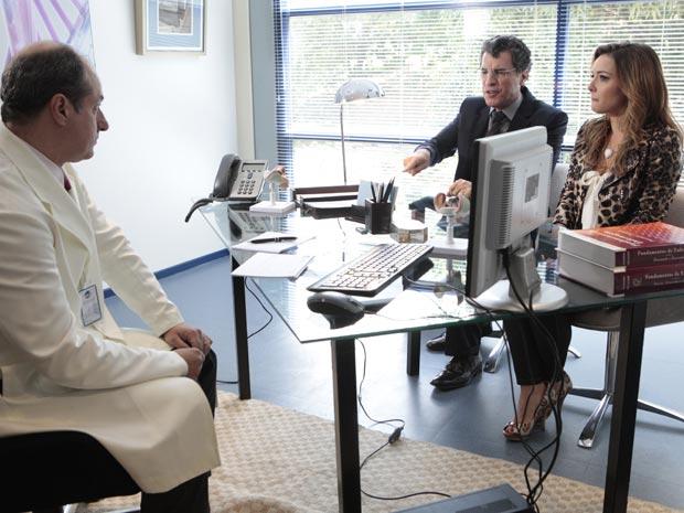 Jonas faz escândalo na clínica de inseminação (Foto: A Vida da Gente - Tv Globo)