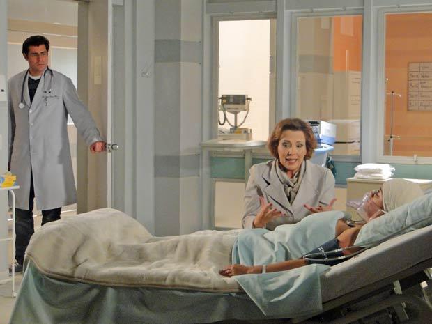 Lúcio se preocupa com Eva (Foto: A Vida da Gente / TV Globo)