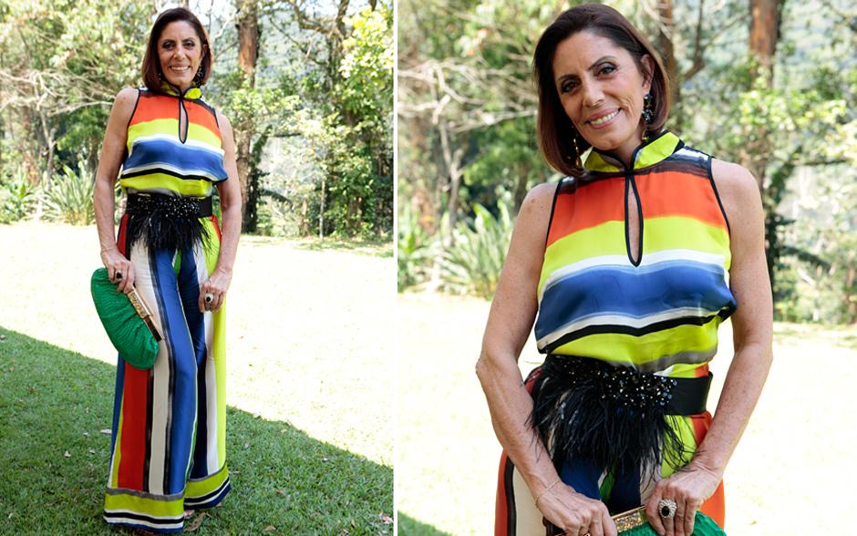 Miriam (Mila Moreira) compareceu ao casório toda colorida