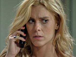 Teodora se surpreende com visita de Griselda (Foto: Fina Estampa/TV Globo)