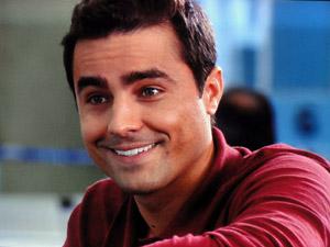 Vicente conta sua história (Foto: Aquele Beijo/TV Globo)