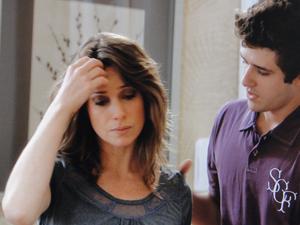 Laura fica preocupada com reação de Débora (Foto: Malhação / TV Globo)