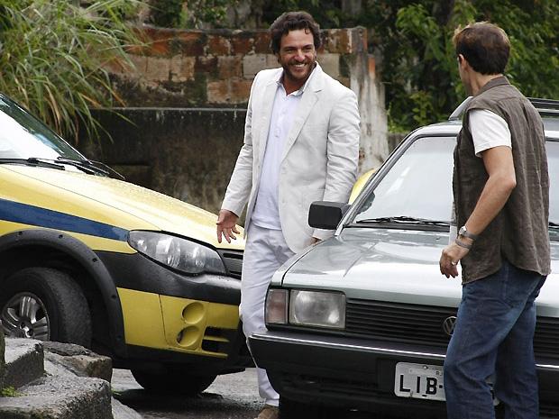 Rodrigo Lombardi chega para a gravação (Foto: OAstro/TVGlobo)