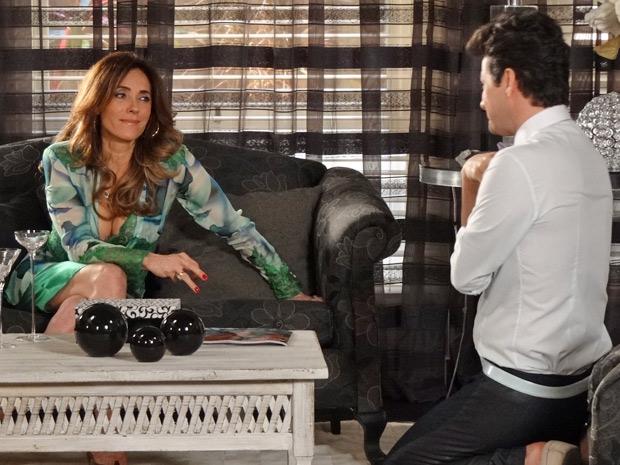 Tereza Cristina deixa Crô pasmo ao falar que mataria René (Foto: Fina Estampa/TV Globo)