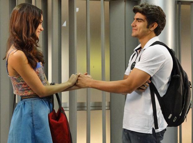 Antenor espera que Griselda o convide para voltar a morar com a família (Foto: Fina Estampa/TV Globo)