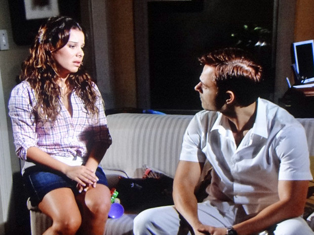 Camila discute com Ricardo (Foto: Aquele Beijo/TV Globo)