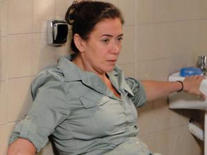 Griselda fica enojada com a proposta (Foto: Fina Estampa/TV Globo)
