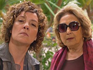 Alice e Íris vão até a casa de Tereza Cristina para tomar café da manhã (Foto: Fina Estampa/TV Globo)