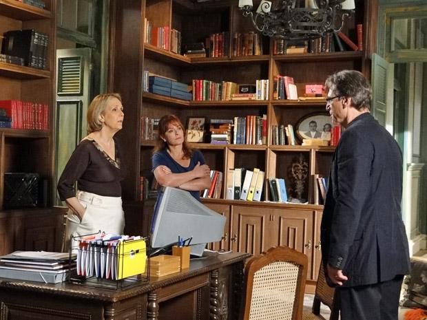 Otília, Olga e Alberto no Lar da Mão Aberta (Foto: Aquele Beijo/TV Globo)