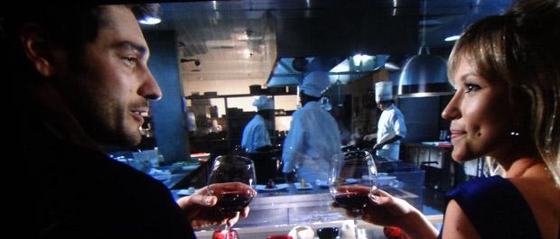 Rubinho janta com Brigitte (Foto: Aquele Beijo/TV Globo)