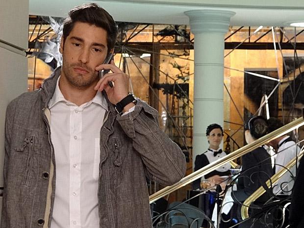 Rubinho discute com Claudia no celular