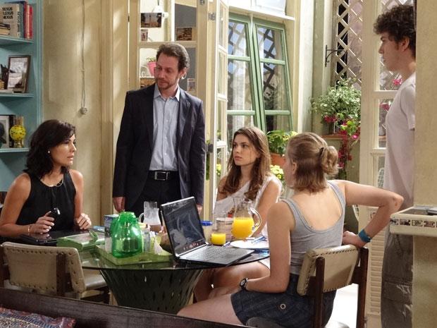 Sofia e Paolo na casa de crsital, gabriel e babi (Foto: Malhação/ TV Globo)