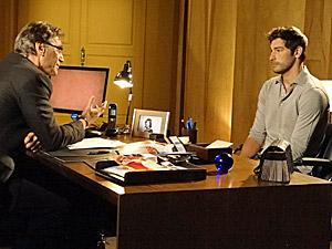 Rubinho conversa com o pai (Foto: Aquele Beijo/TV Globo)