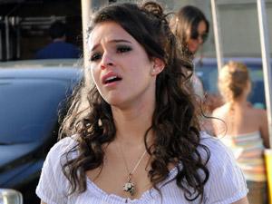 Belezinha chora ao ver Agenor beijando outra (Foto: Aquele Beijo/TV Globo)
