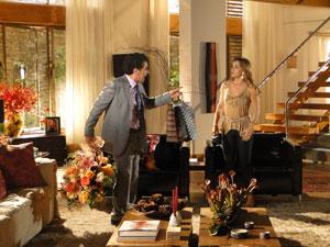 Jonas reage e diz que não aguenta mais os ataques da mulher (Foto: A Vida da Gente - Tv Globo)