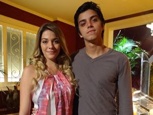 Luma torce para que Nanda fique com Leandro (Foto: Fina Estampa/TV Globo)