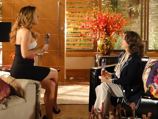 Ao falarem do coma de Ana, Cris e Vivi Mourão são surpreendidas por Maria (Foto: A Vida da Gente/TV Globo)