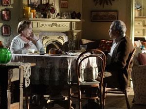 Iná vibra quando Laudelino concorda em dar o dinheiro (Foto: A Vida da Gente - Tv Globo)