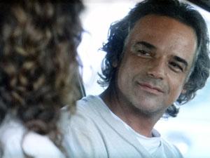 Marcos se declara para Dora (Foto: A Vida da Gente - Tv Globo)