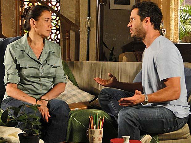 Quinzé diz para a mãe que será um novo homem ao se vingar de Teodora  (Foto: Fina Estampa/ TV Globo)