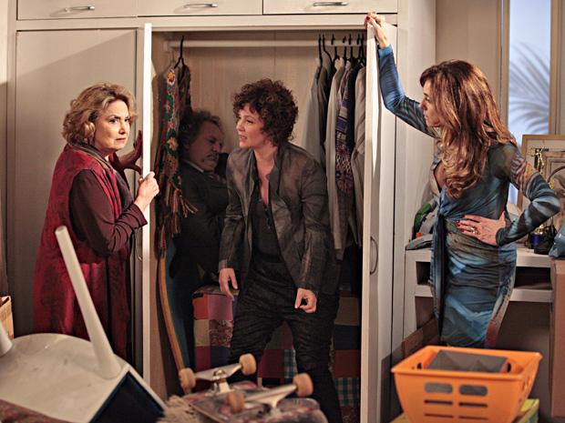 O esconderijo escolhido por Tereza Cristina é um armário na parte de serviço da mansão (Foto: Fina Estampa/TV Globo)