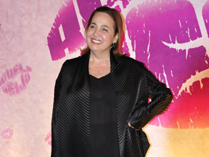 Claudia Jimenez comenta os banhos de Mãe Iara (Foto: Aquele Beijo / TV Globo)